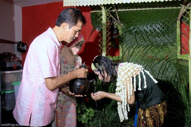 Foto Liputan Pernikahan Chaca & Peik [ 01 - Siraman ] - Foto Oleh : Klikmg Fotografer Wedding Purwokerto