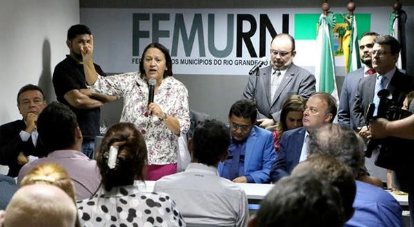 Fátima diz a prefeitos que fará governo de parcerias