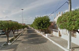 Homem morre após colidir moto em muro de residência