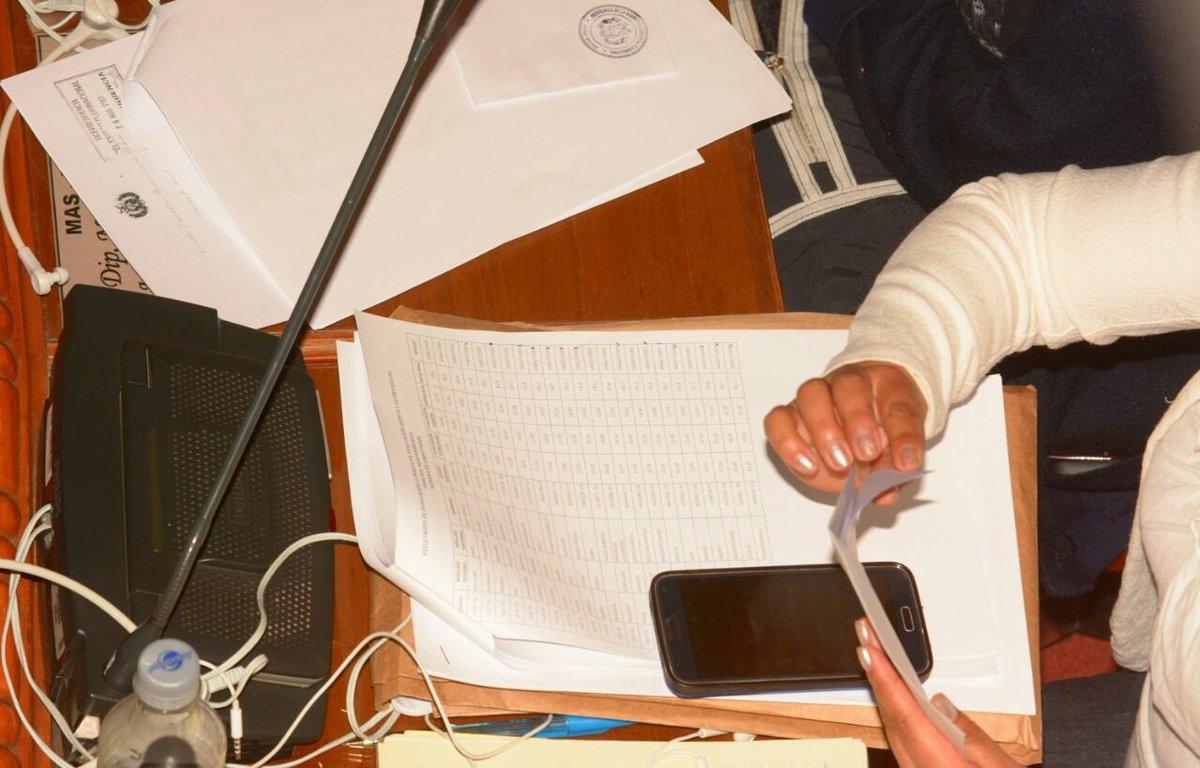 Papelitos y mensajes entre los oficialistas fueron la constante en la sesión legislativa