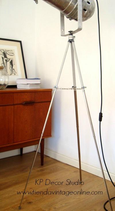 Venta de lámparas antiguas de pie con trípode