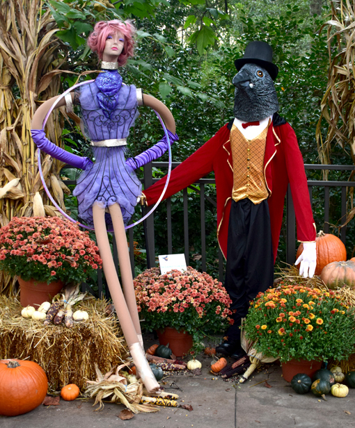 "Scarecrows in the Garden | ""The Greatest Crowman"" 