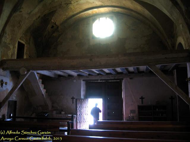 arroyo-cerezo-iglesia-coro-entrada