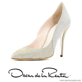 Kate Middleton wore Oscar de la Renta platinum lame cabrina pumps