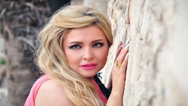 طفلة الفنانة الراحلة رندة مرعشلي تثير غضب نشطاء الانترنت على زوجة أبيها اليكم ما كتبه أحد النشطاء على الصورة
