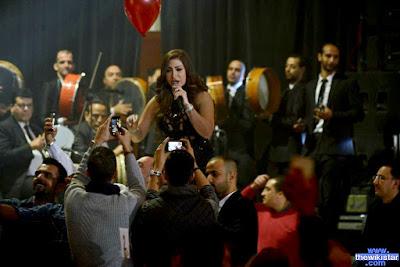 المغنية, المصرية, بوسي, اه يا دنيا, Bosy, السيرة الذاتية، حفلة