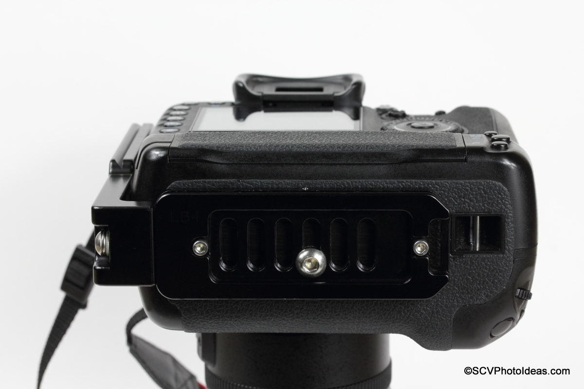 Hejnar L Bracket 44 on Gripped Canon EOS 7D - Bottom view Flush