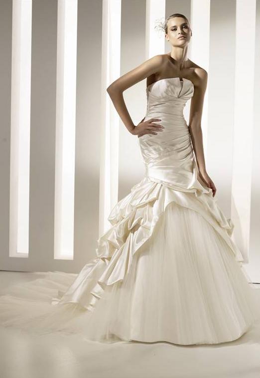 robes de mariage robes de soir e et d coration robe de mari e sir ne. Black Bedroom Furniture Sets. Home Design Ideas