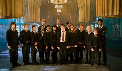 Harry Potter ialah karya series film yang disesuaikan dari novel karya J Urutan Film Harry Potter Terbaru dari Awal Sampai Akhir