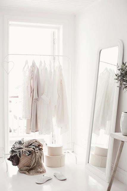 espejo apoyado pared