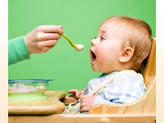 Kenali tanda-tanda bayi sudah bersedia nak makan.