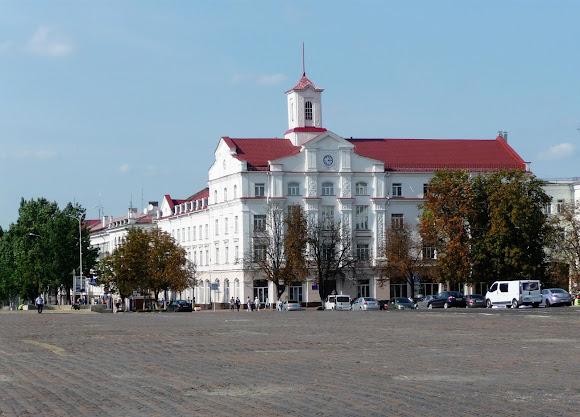 Чернігів. Червона площа. Обласний апеляційний суд