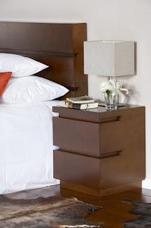 mesita dormitorio moderno