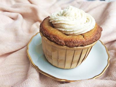 http://regenbogenblumen.blogspot.de/2017/10/vegane-kasekuchen-cupcakes-mit-vanille.html
