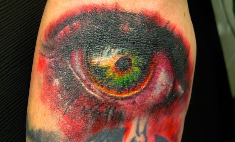 foto con un  tatuaje de zombie