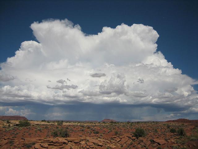 Awan kumulonimbus di White Canyon, Utah