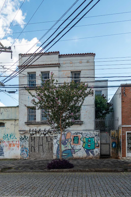Casa na Paula Gomes com grafite