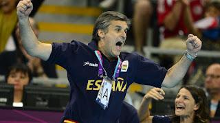 BALONMANO - Jorge Dueñas deja a una selección femenina legendaria gracias a él