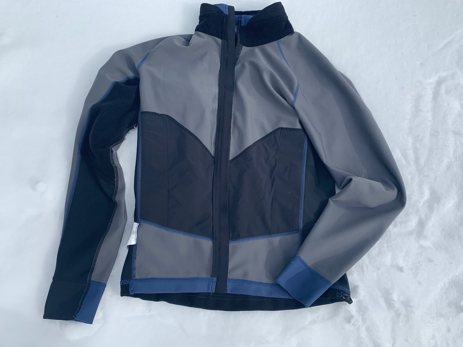 b0391ecb48f95 Jacket Inside Out: Light Gray areas and behind black lower chest pocket  lining are Windstopper