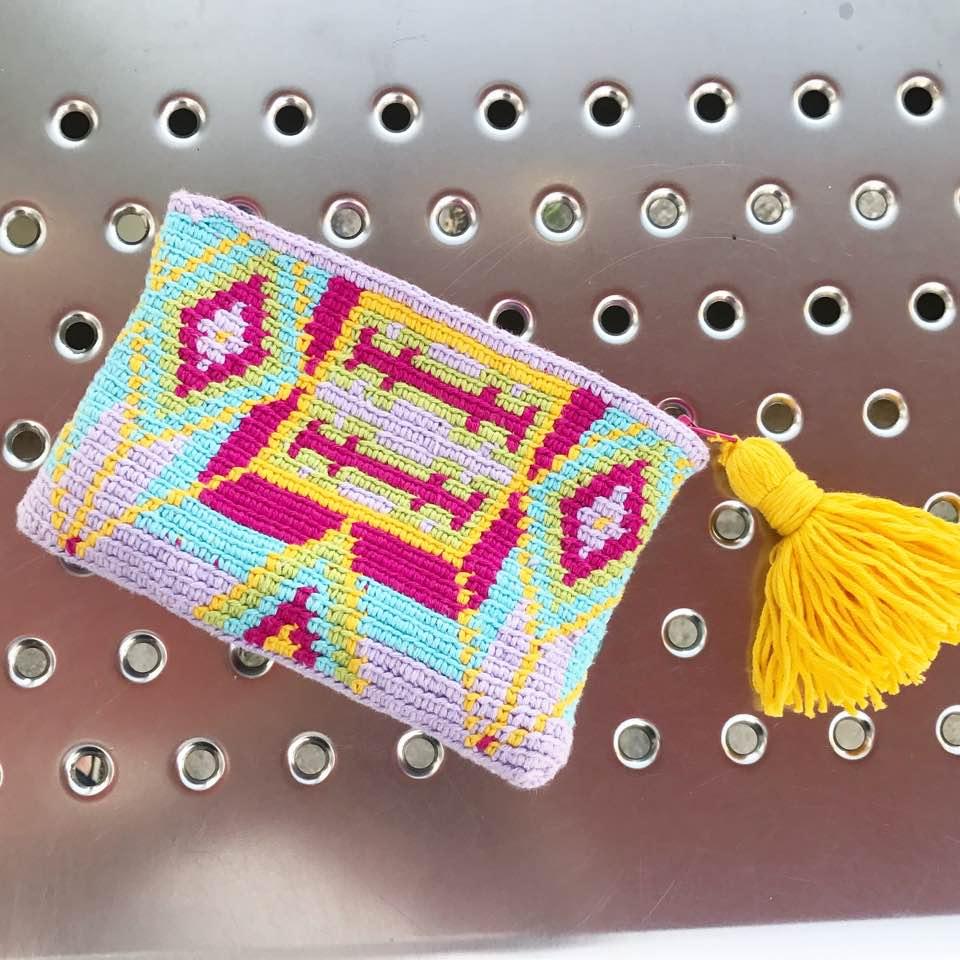 351512d302f76 Şu sıralar örgüye meraklı herkesin bildiği, bilmeyenlerin de moda olunca  fark ettiği bir Wayuu çanta çılgınlığı aldı başını gidiyor.