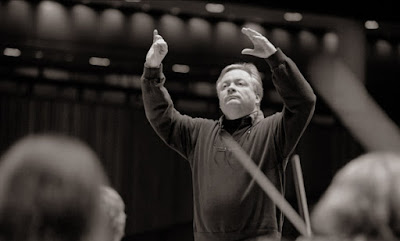 David Hill conducting the Bach Choir