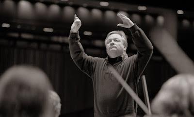David Hill conducting the Bach Choir