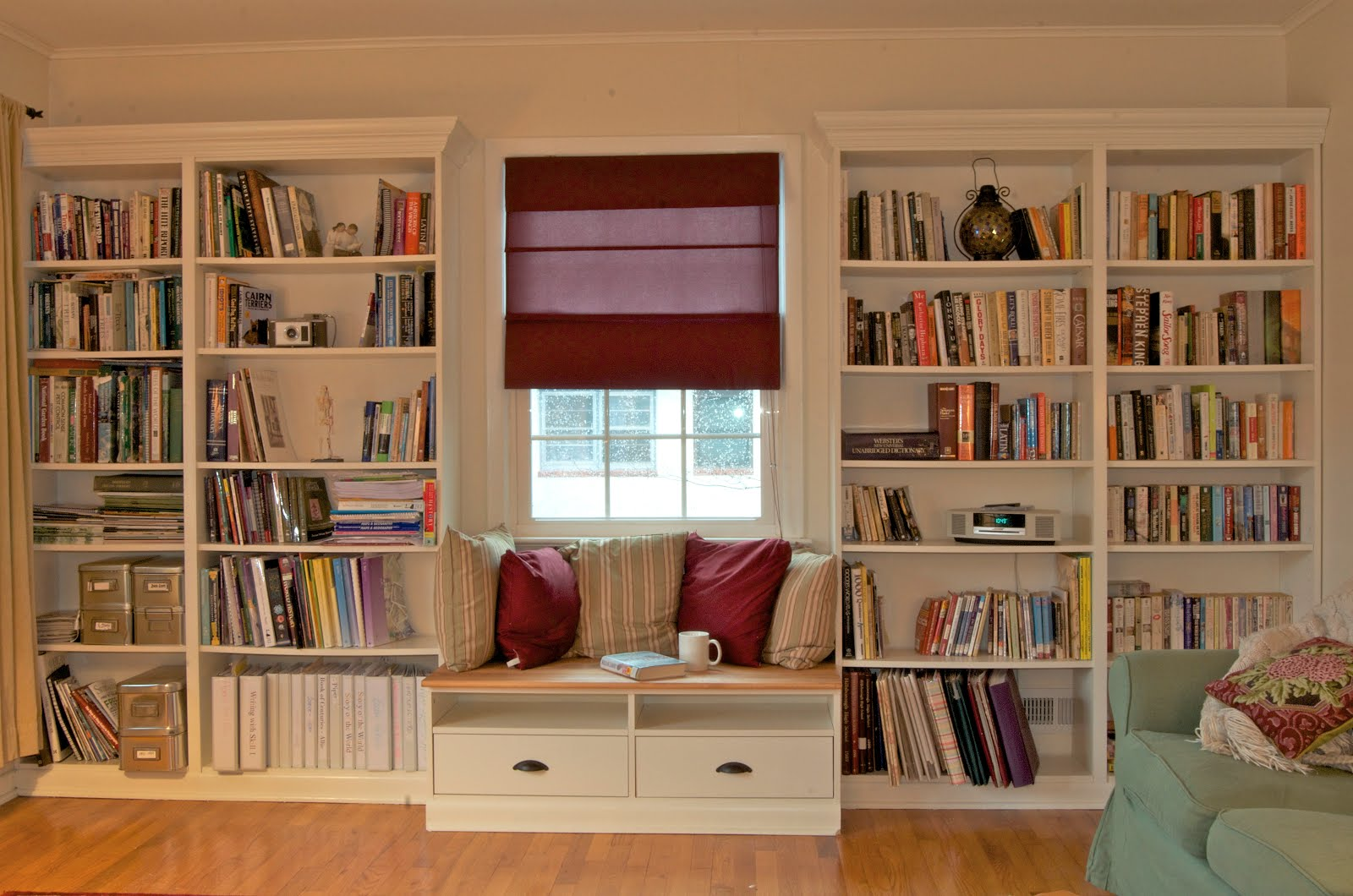 Open Shelves Between Kitchen Cabinets