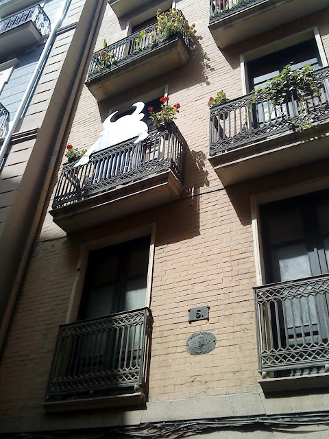 Bull on the balcony / Toro en el balcón / Touro no balcón / Author: E.V.Pita 2012