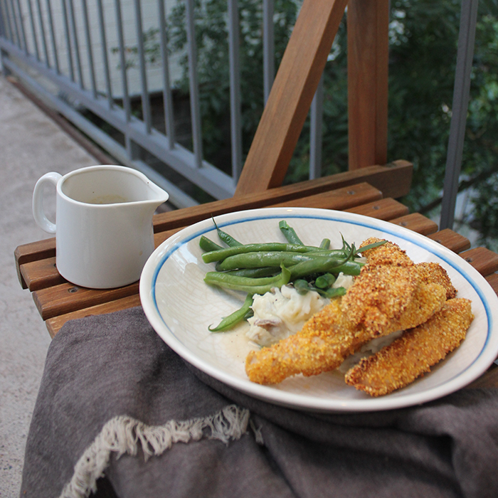 Gluten Free fried chicken using cornmeal or grits.