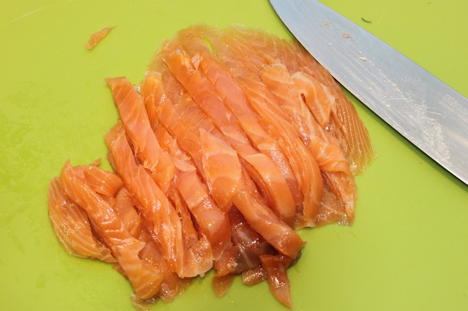 La Cuisine de Bernard  Ptes froides en sauce au saumon et  laneth