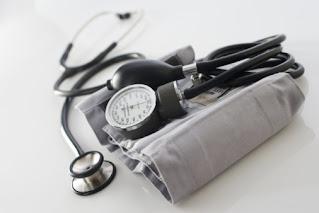 pemeriksaan nyeri di siku disebabkan cedera olahraga