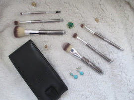 It Cosmetics Limited Edition Heavenly Luxe 6-Piece Brush Set w/ Travel Case