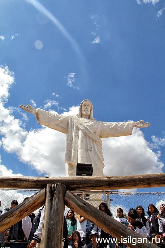 Statuja-Belogo-Hrista-Cristo-Blanco-Kusko-Peru
