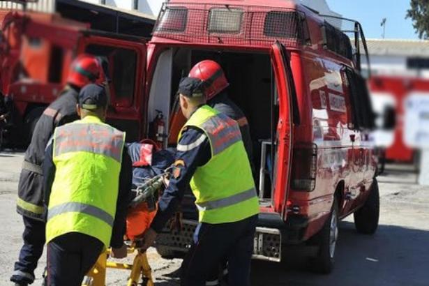 صور:سيارة مسرعة تودي بطفلين وتصيب والدتهما بجروح في تطوان