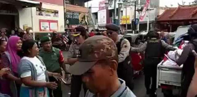 Lieus: Tidak Etis Presiden Gunakan Polisi dan Tentara Untuk Bagi Bagi Sembako