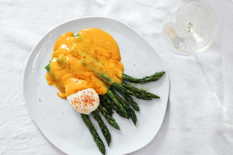 Grüner Spargel, Miso-Blutorangen-Hollandaise mit Cognac und pochiertes Ei  | Arthurs Tochter kocht. Der Blog für Food, Wine, Travel & Love