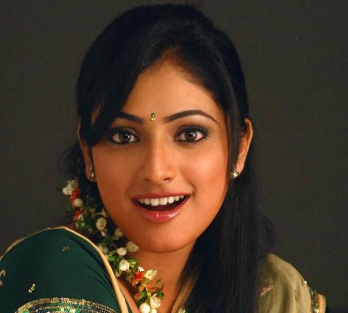 Breaking News Online: Actress Haripriya Saree Stills