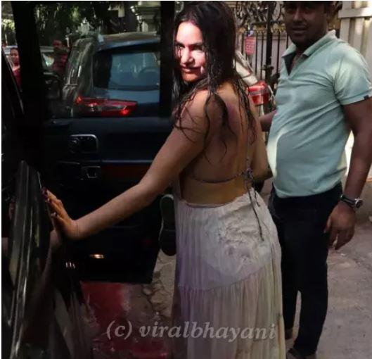 arjun rampal with girlfriend playing holi