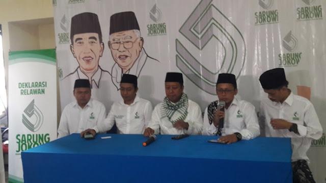Bangun Citra Cinta Ulama, PPP Bikin Sarung Jokowi