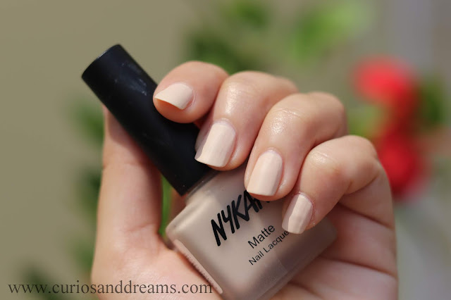 Nykaa nail polish, nykaa matte polish, review, swatch, almond crumble