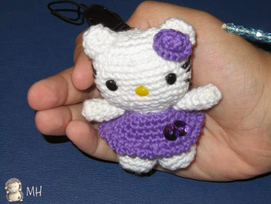 Little Hello Kitty amigurumi.