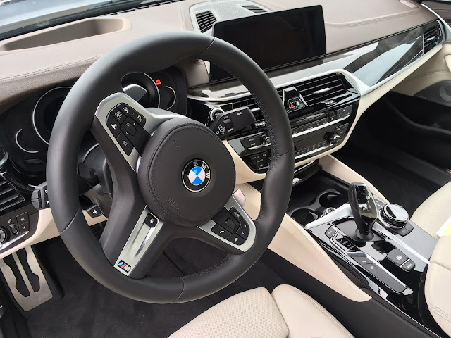 Interior view of 2017 BMW 540i