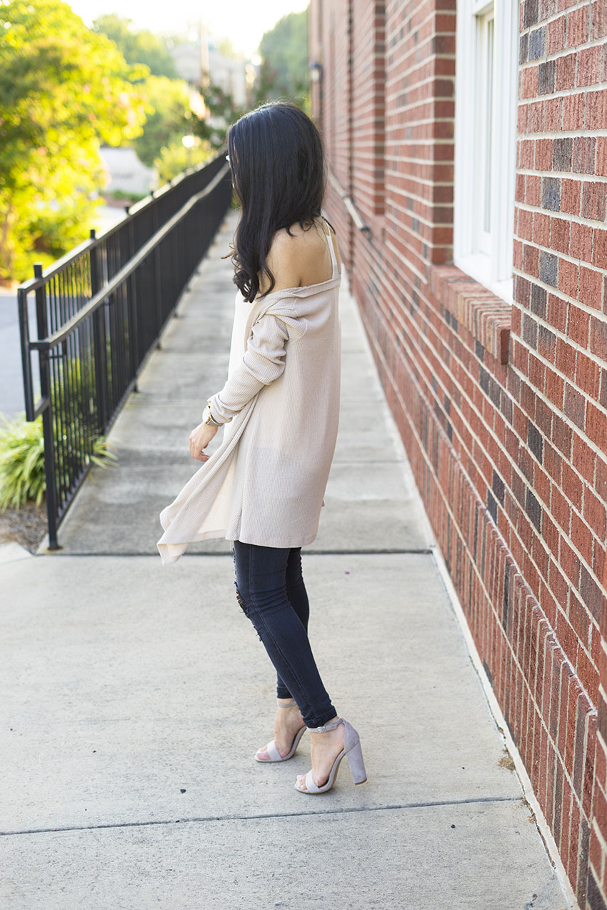 Black Ripped Jeans Outfit Ideas, Block Heel Sandals, Ribbed cream Cardigan OOTD