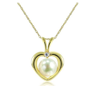 La Regis Jewelry 14k Yellow Gold 5-5.5mm White Freshwater Cultured Pearl and 1/100cttw Diamond Pend