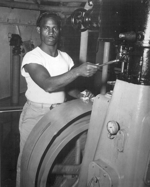Sejarah Kaos Oblong, US Merchant Marine sailor in 1944