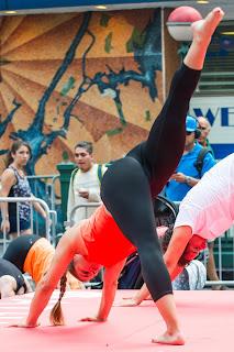 mujeres-sexys-haciendo-yoga