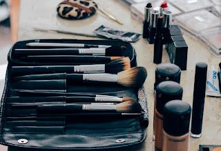 Productos y herramientas de maquillaje
