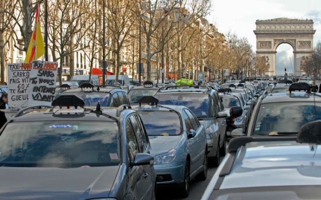How to Get and hire a Taxi Service in Paris, the most spectacular city