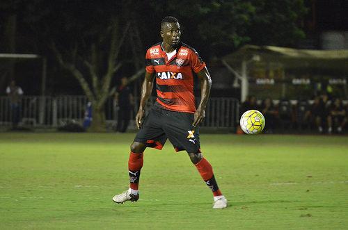 Vitória empata com o Fluminense e se complica na tabela