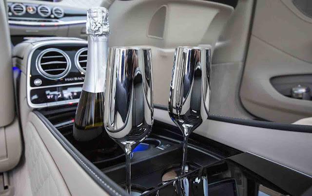 Cặp ly champagne Mercedes Maybach S600 2017 được mạ bạc sáng bóng do Robbe & Berking chế tác bằng thủ công